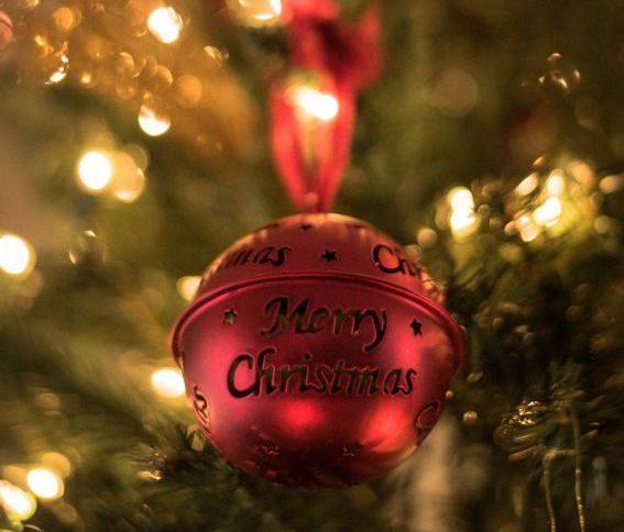 Weihnachtskugel mit Merry Chirstmas